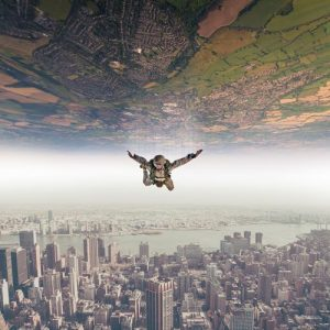 parachutist-sferya-world-opposite