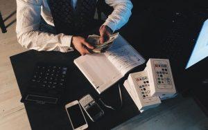 quanti soldi investire in azioni, in borsa, nel forex, quanti soldi servono per investire, avere soldi, banca migliore per investire, buon investimento, capitale da investire, che investimenti fare oggi, come avere soldi, come conviene investire i propri risparmi, come e dove investire i soldi, come fare investimenti, sferya